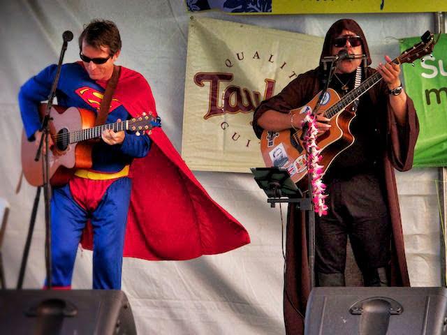 """2012年オアフ島エヴァ「スラック・キー・ギター・フェス」Photo:アンクルS"""""""
